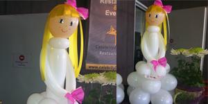 Nena de comunió amb globus, petita Foto 1